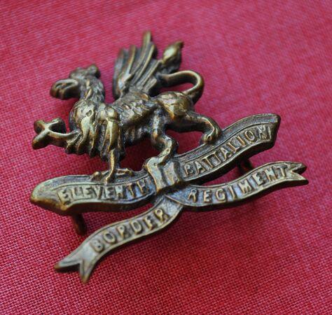11th Border Regiment cap badge (brass) 01.jpg
